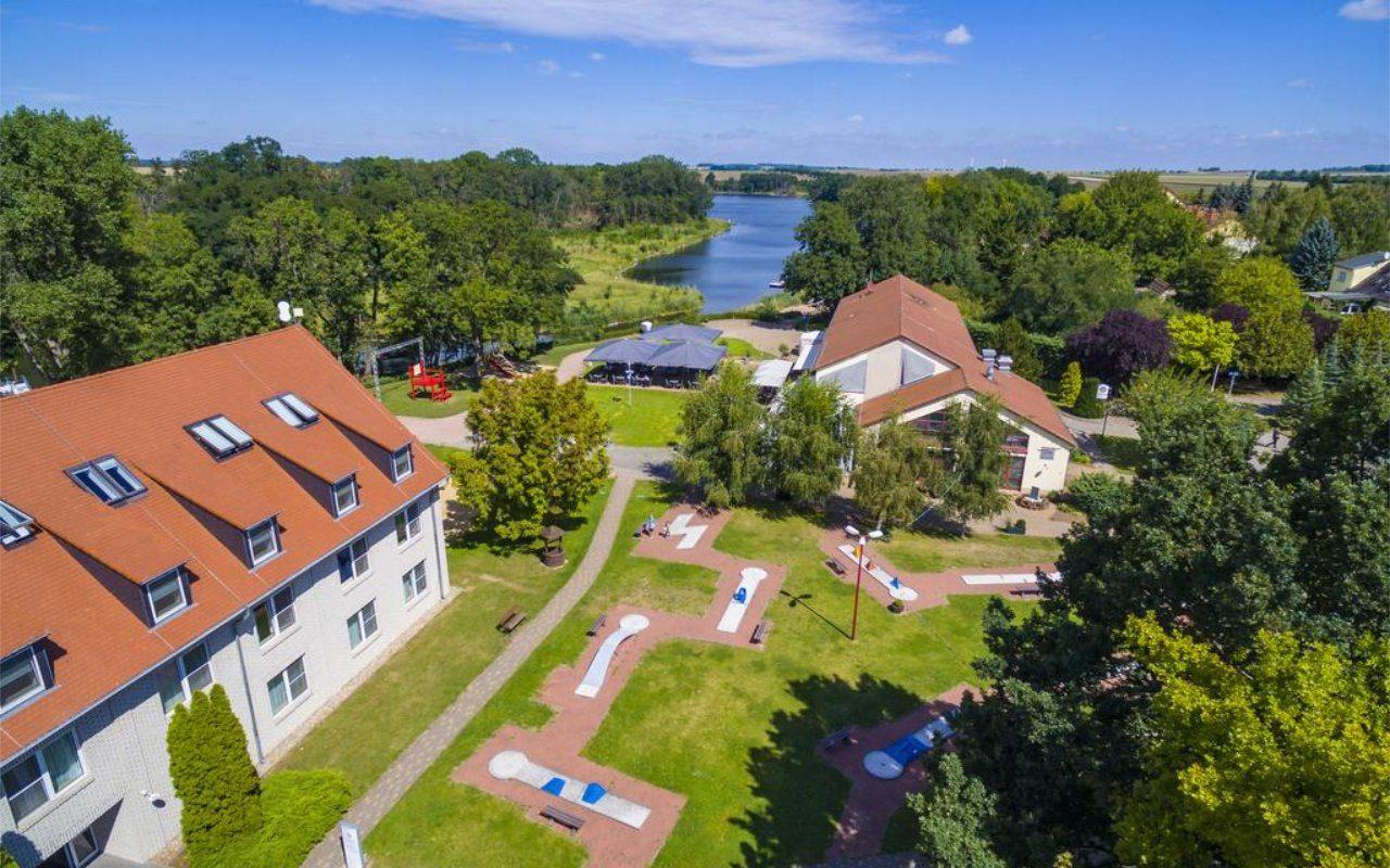 Außenansicht Akzent Hotel Acamed Resort im Grünen