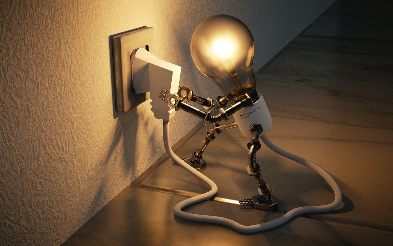 Glühlampe steck Stecker in Steckdose und leuchtet