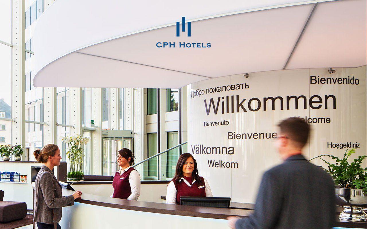 Rezeption in einem CPH Hotel mit Hotelgästen