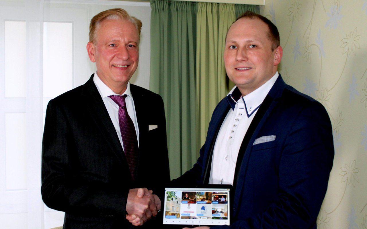 Handschlag zwischen RIMC Hotelkette und Betterspace
